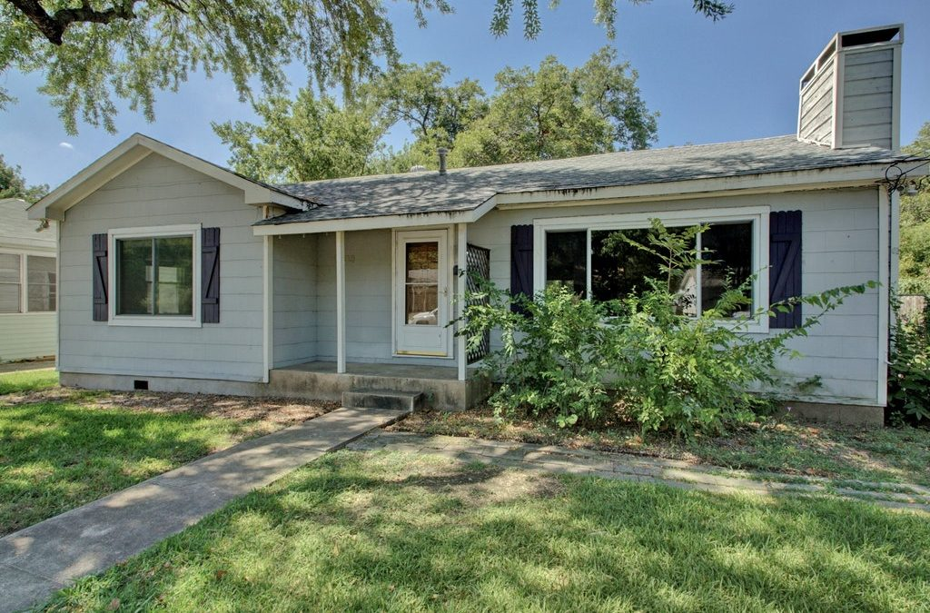 SOLD – 1303 Arcadia Ave, Austin, TX 78757 – Violet Crown Heights