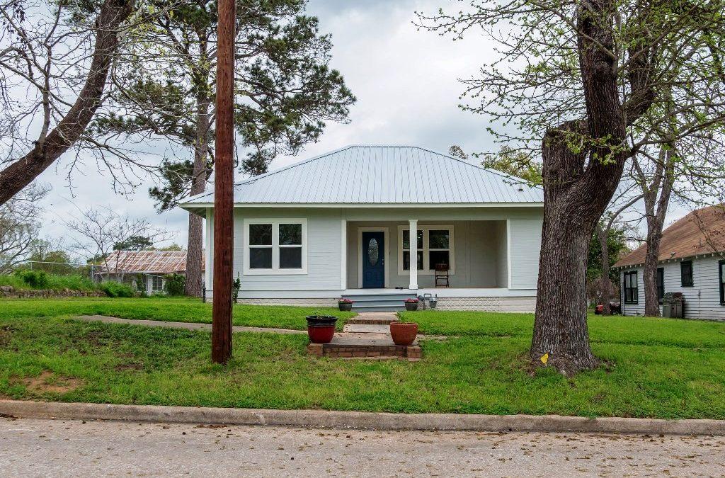 516 W Bell Ave, Rockdale, TX 76567